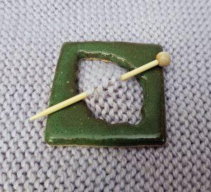 Dark green leaf shawl pin