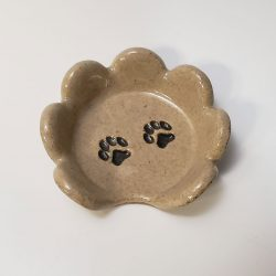 Teaspoon rest with paw prints